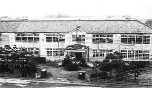 昭和51年 移転前の天神校舎