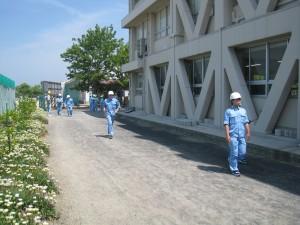 歩幅で建物の長さを測定