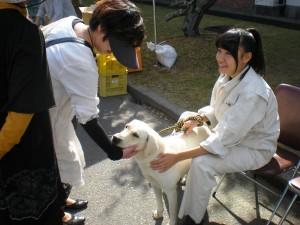 「農業技術センター」犬とのふれあい