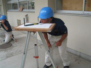 【環境科学科】 1年生 平板測量の据付テストを行いました