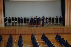 表彰式で登壇した生徒たち