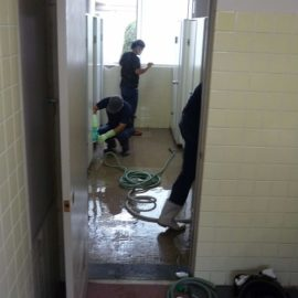 島根県ビルメンテナンス協同組合様にトイレ清掃のボランティア活動を行っていただきました。