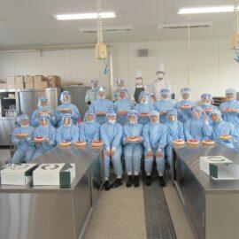 食品科学科2年生が洋菓子実習を行いました。